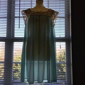 Vintage Henson Kickernick Nylon Nightgown size 34
